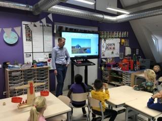 Projectgroep ZuiderloopRoute op bezoek in de klas